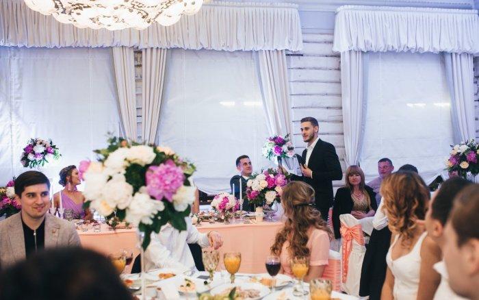 Какие вопросы про жениха и невесту задавать гостям на свадьбе