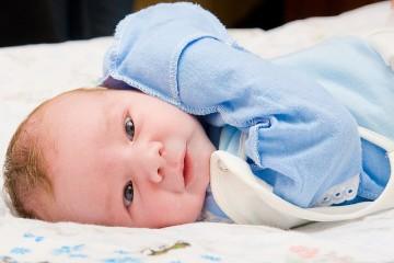 Младенец две недели развития