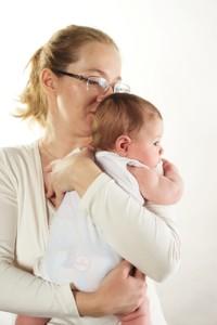 Держим ребенка столбиком