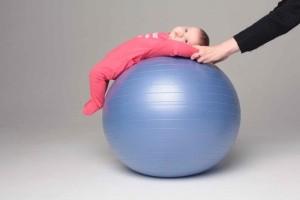 Гимнастика для новорожденных на фитболле