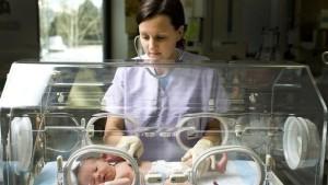 Медицинское выхаживание недоношенного младенца