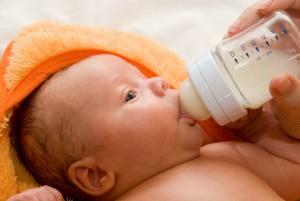 Искуственное вскармливание ребенка в 1 месяц