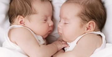 Как справиться с новорожденной двойней