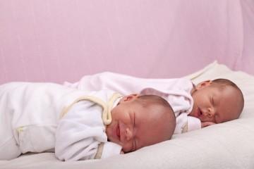 Как уложить спать двойню