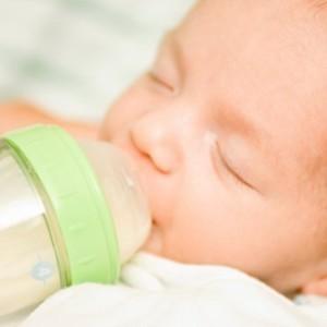 Кормление новорожденного
