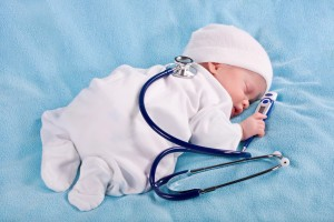 Лечение запоров у новорожденного