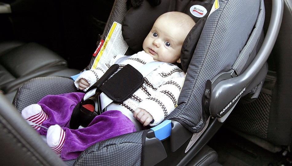 Перевозим новорожденного в машине