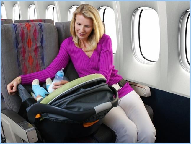 Транспортировка младенца в самолете
