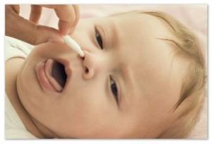 Чистим носик младенцам жгутиками