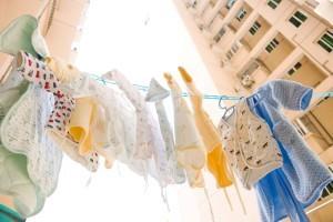 Какими средствами стирать одежду новорожденного