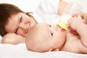 Перевод ребенка от груди на смеси