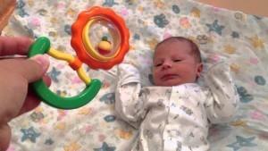 Проверяем слух у новорожденного дома