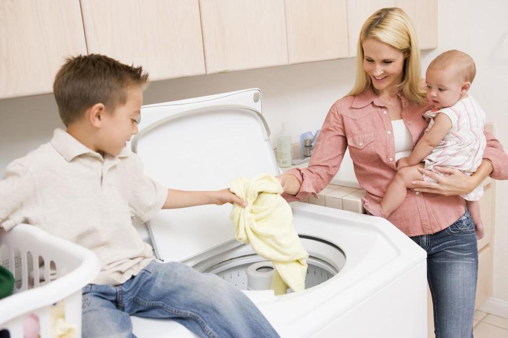Стирка одежды новорожденного в машинке