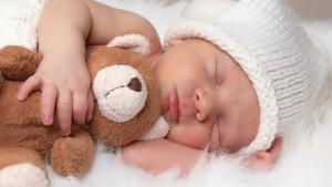 Новорожденный плачет перед сном