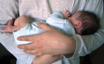 Приучаем грудничка спать отдельно