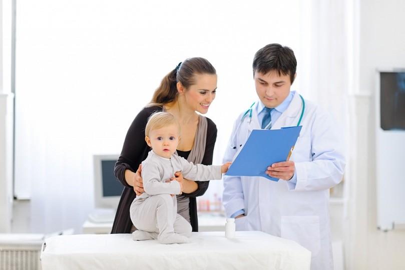 Корь у грудничков: этапы болезни, лечение каждого симптома