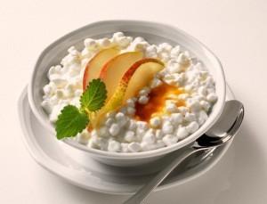 Заменить Кальцемин при ГВ можно кисломолочной продукцией: творогом, молоком, сметаной