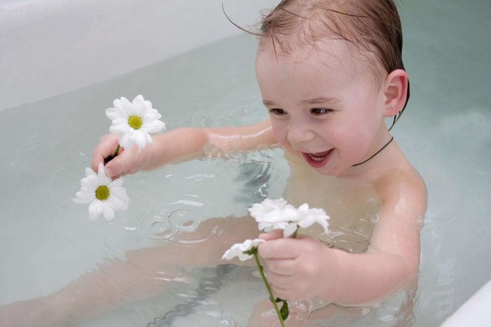 Фарингит у новорожденного лечится при помощи отвара ромашки