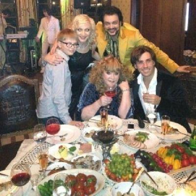 Алла Пугачева и Максим Галкин за семейным праздничным столом: отмечают день рождения двойняшек.