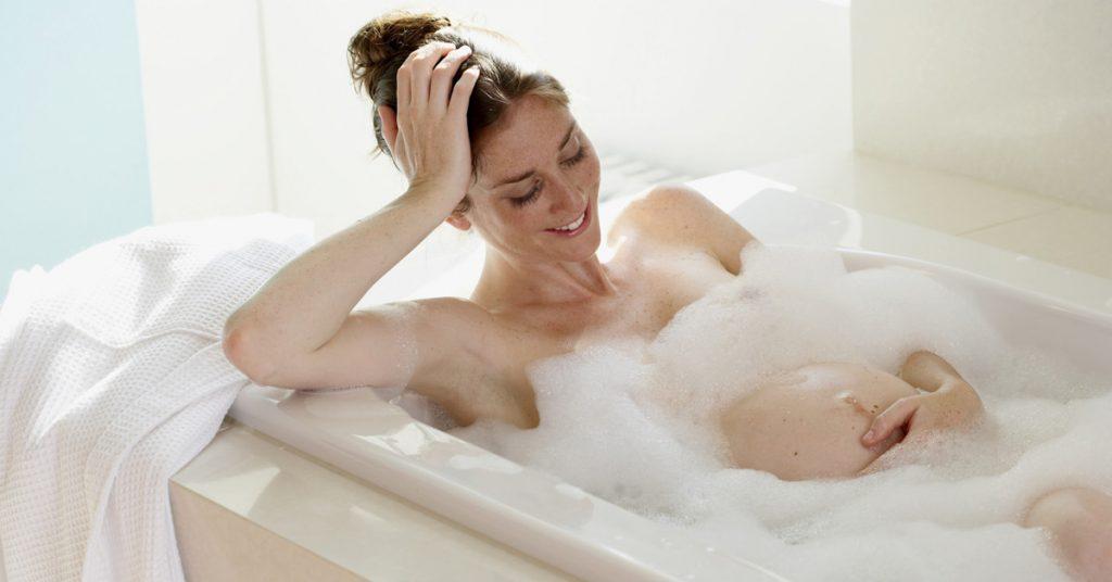 Можно ли принимать ванну при беременности, следует уточнить у своего врача