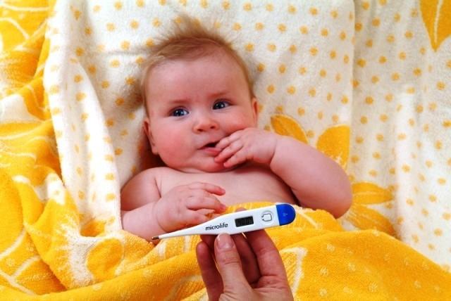 Тонзиллит у грудничков сопровождается повышенной температурой