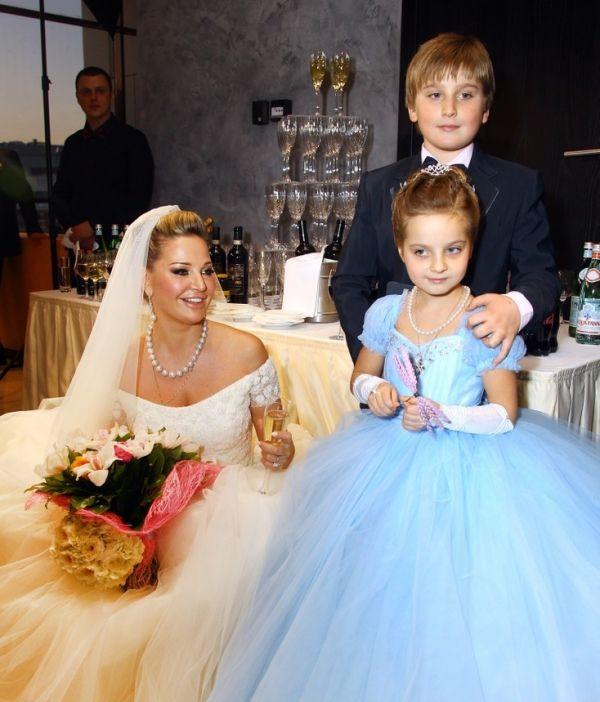Свадебное фото мамы с Ильей и Людой