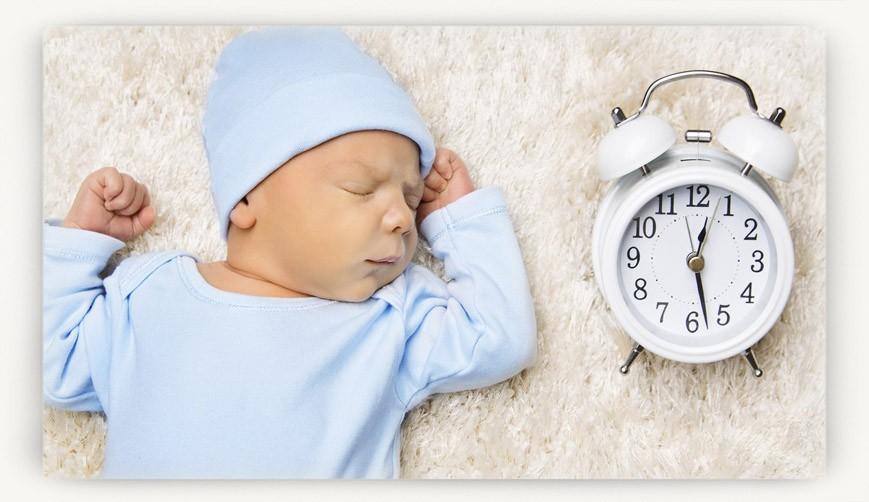 Новорожденный перепутал день с ночью