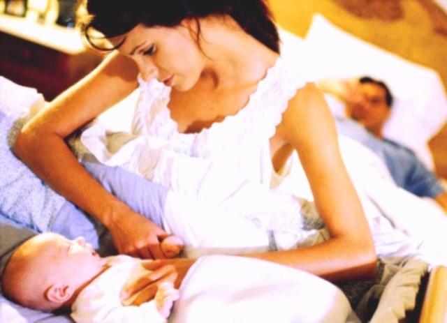 Если новорожденный перепутал день с ночью и капризничает, вероятно, его что-то беспокоит! Определите причину плача.