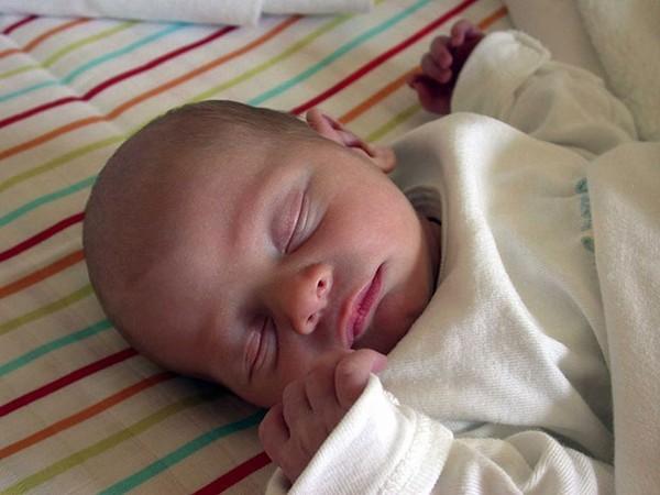 Переношенный новорожденный рождается более крупным относительно деток, рожденных в срок