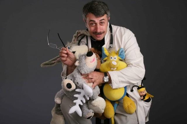Комаровский советует приучать ребенка к коляске при помощи игрушек
