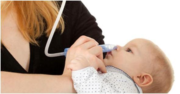 Чтобы освободить дыхание новорожденного при физиологическом насморке, следует воспользоваться аспиратором