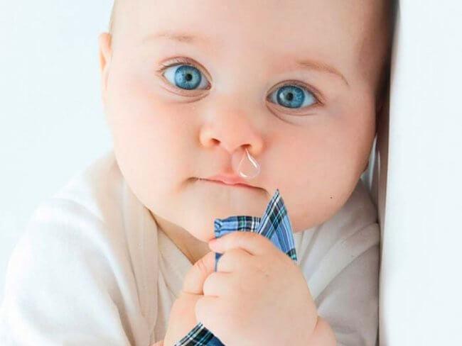 Предупредить выделение слизи при физиологическом насморке у новорожденного не возможно, так как он вызывается разными факторами