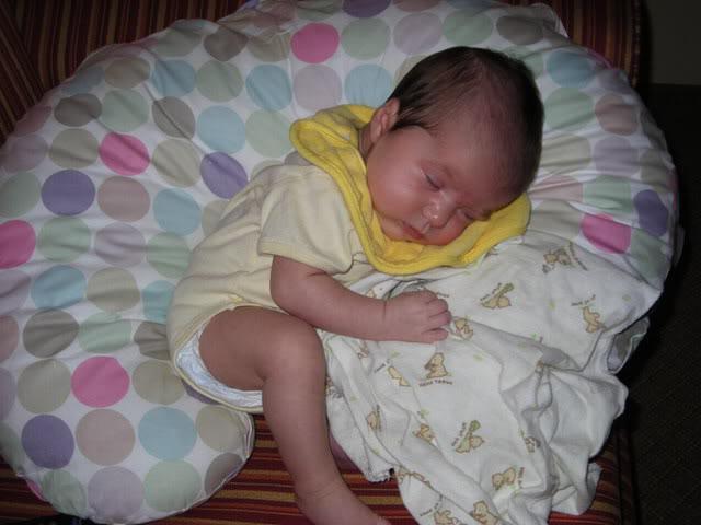 Грудной ребенок при брюшном тифе плохо набирает вес или вовсе может похудеть.