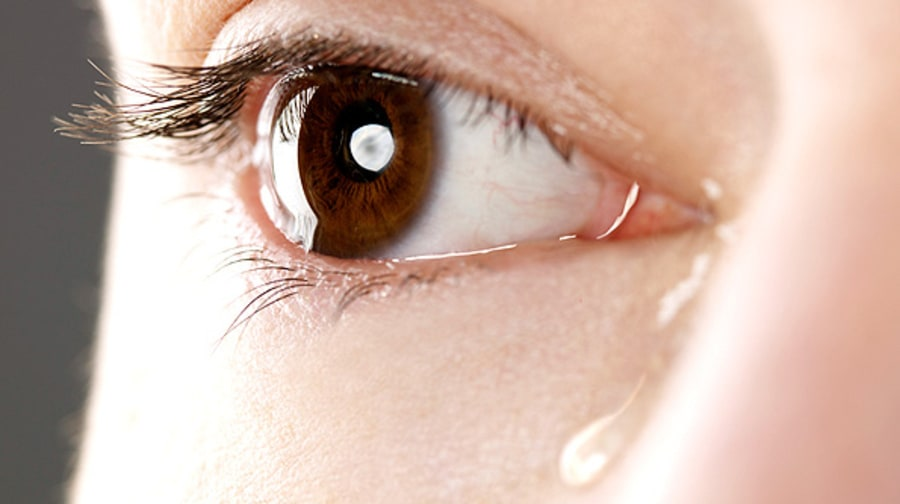 Для постановки диагноза у грудничка берется на анализ отделяемое из глаза
