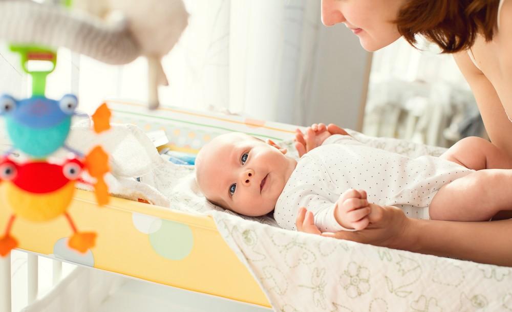 На пеленальном столике новорожденный не должен находится один