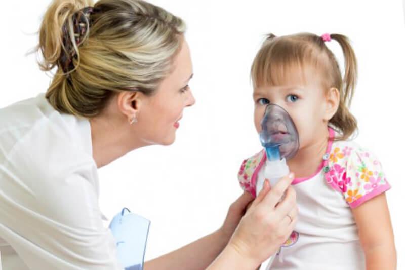 Малышу назначаются ингаляции для облегчения состояния