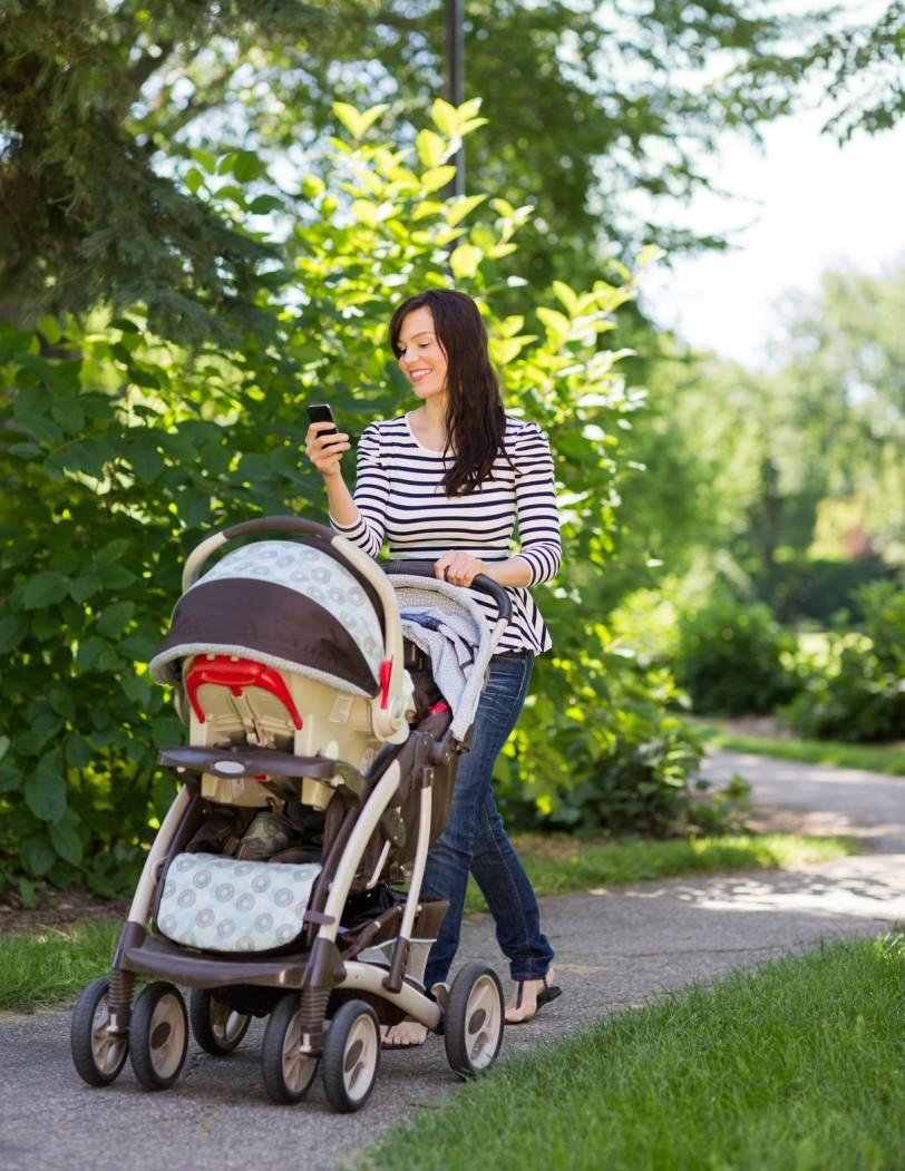 Исключите все разговоры по телефону во время вождения детской коляски