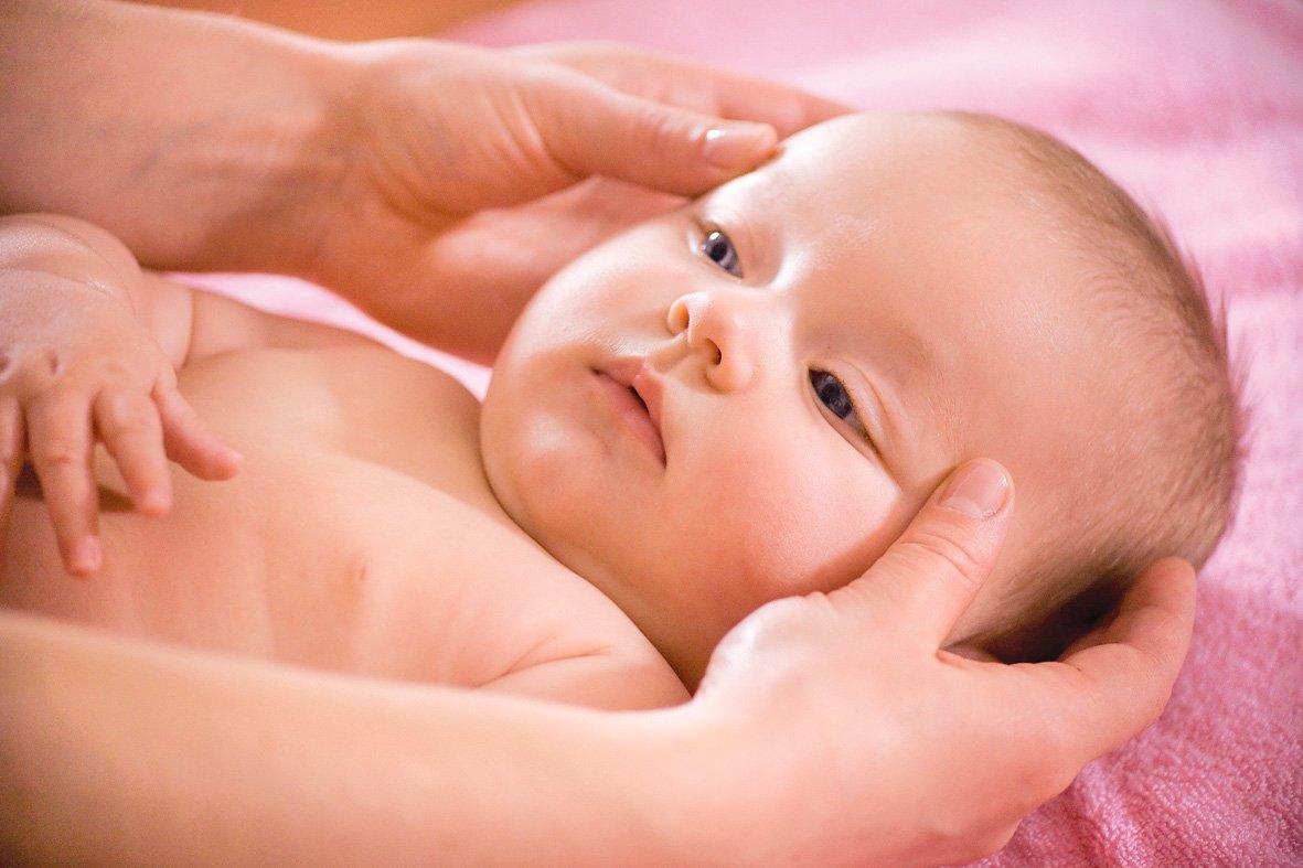 Чтобы стимулировать рост волос грудничку показан массаж головы