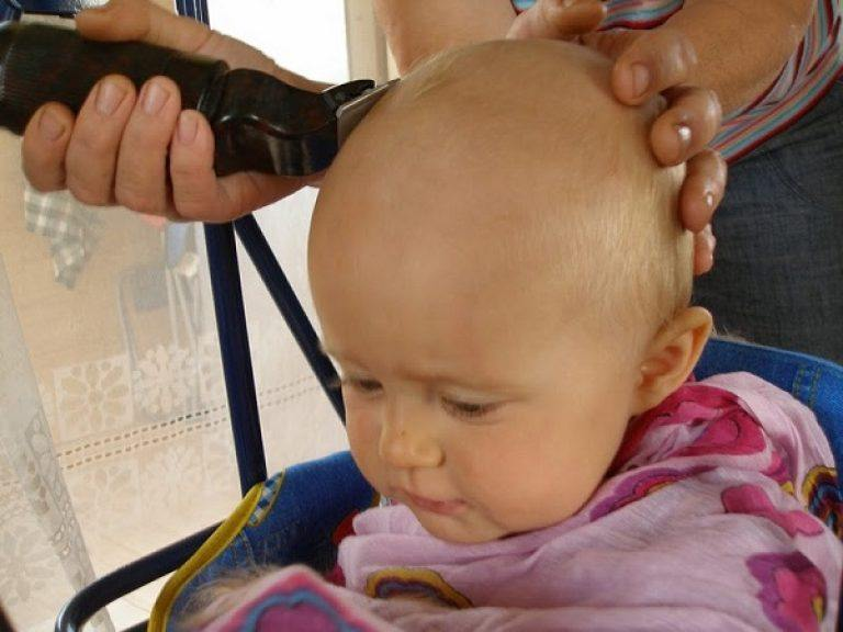Не следует стричь ребенка до года, если нет к этому показаний