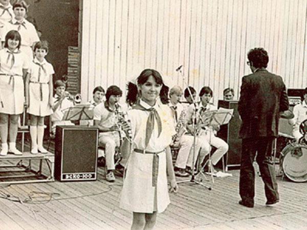Анна Нетребко поет в школе