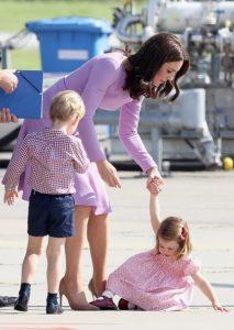 Средняя дочь принца капризничает