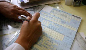 врач заполняет обменную карту