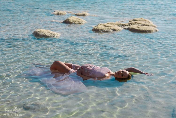 Беременная на мертвом море